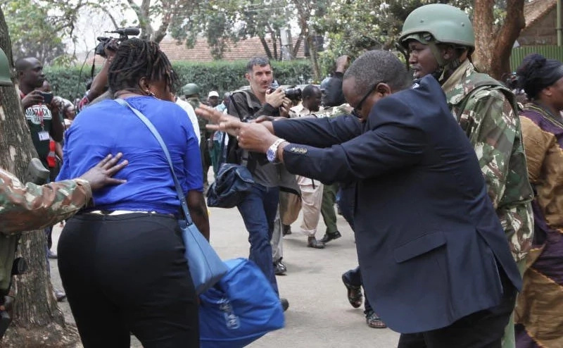 Pain of a mum: Lady attacks Nairobi police boss outside Moi girls high school (photos)
