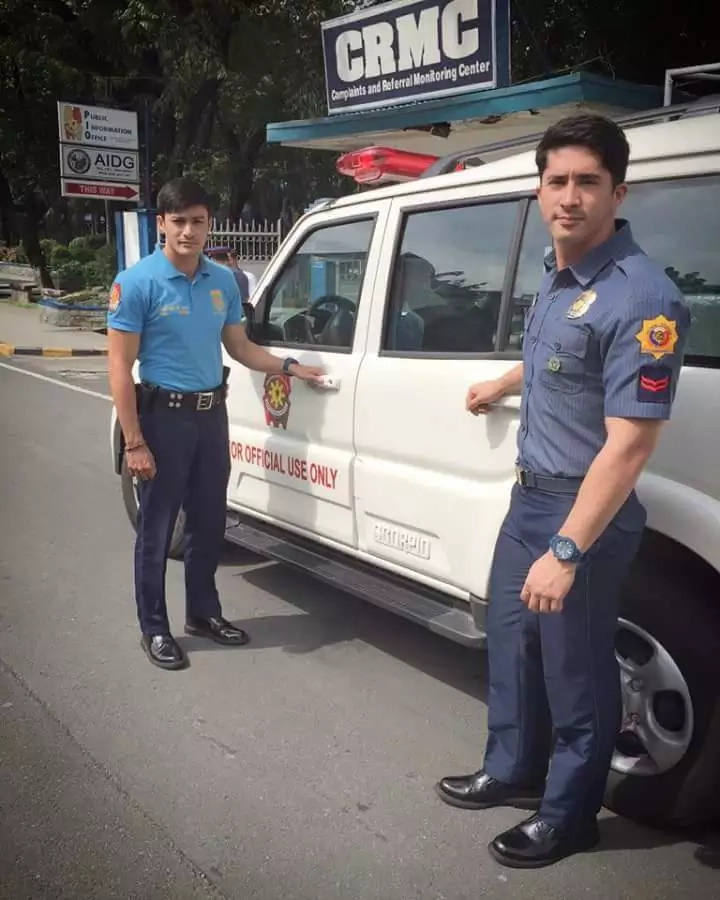 Stunning Filipino police officers went viral