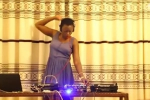 Hilarious! Akothee and Size 8 struggle to entertain their fans with their SHODDY DJ skills