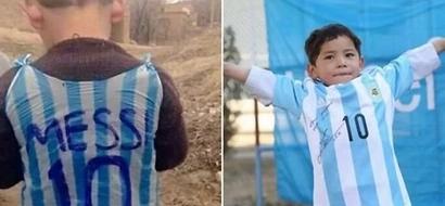 El niño afgano que conmovió al mundo usando una bolsa plastica con el nombre de Messi cumplió su sueño y conoció a su ídolo