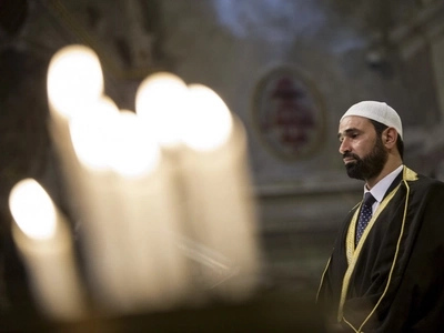 Muslims attend Catholic service to show solidarity