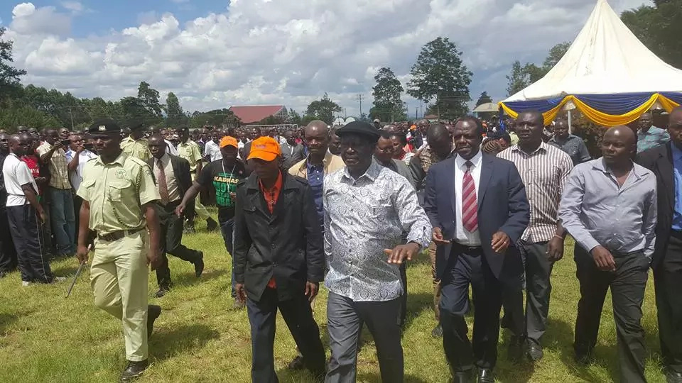 Hundreds emerge to view Jacob Juma's body