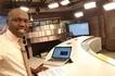Mtangazaji wa NTV Larry Madowo amdhalilisha mno shabiki kupitia jibu la aina yake Twitter (USHAHIDI)