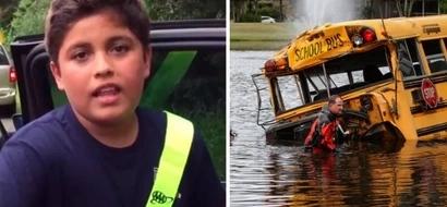 Heróico: Chico de 10 años salvó a 3 niños de un bus mientras éste se hundía