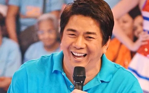 Willie Revillame recalls past with old neighbor's visit