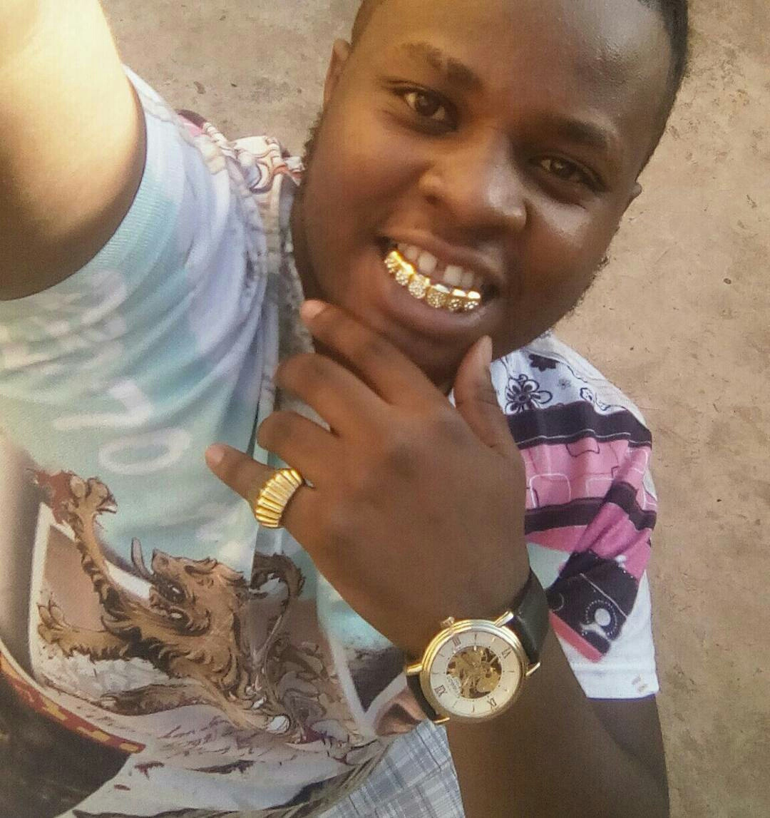 Kenyan gospel singer show off his AWFUL KSh 100,000 gold-coated teeth