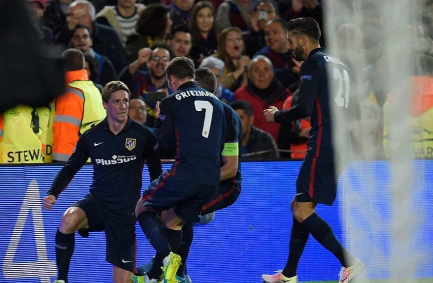 Fernando Torres' red card helps Barcelona overcome Atleti