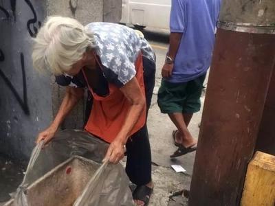 Kawawa yung matanda! Netizen recalls touching encounter with poor lola