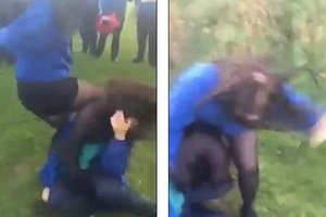 2 schoolgirls brutally attack lone-victim in front of CHEERING crowd of students (photos, video)