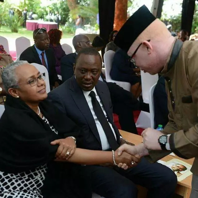 Surprise look on Uhuru's face as Margaret Kenyatta RESPECTFULLY greets MP (photo)