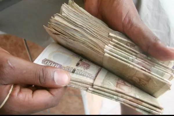 A leaked embarrassing video of a Kenyan airport official soliciting for a bribe from a tourist