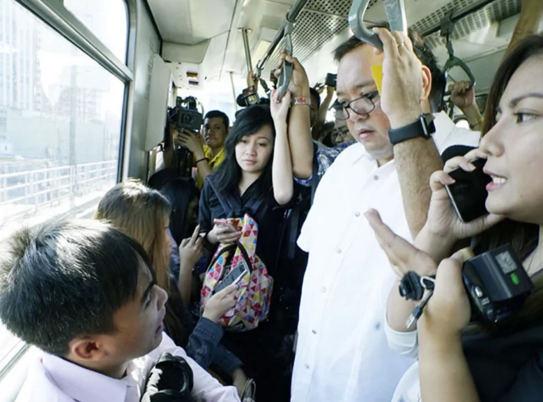Presidential Spox Harry Roque explains why he rode the MRT-3 during non-rush hour