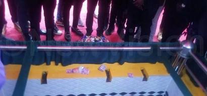 Hii ndiyo sababu ya Diamond kukosa KUMFARIJI mkewe katika mazishi ya aliyekuwa mumewe? (picha)