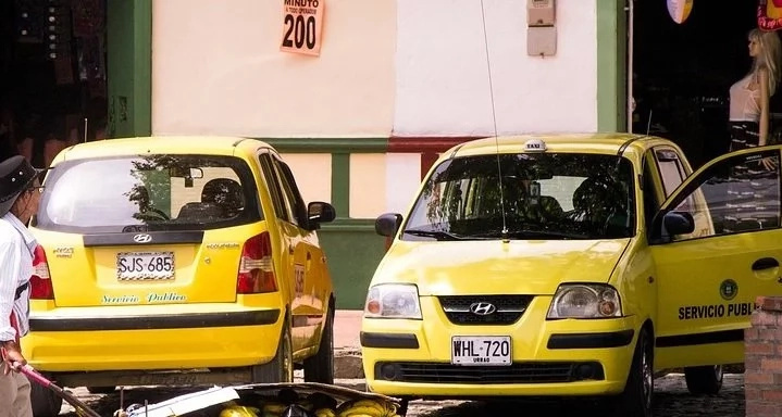 En Bogotá, subirá 200 pesos la carrera mínima de taxis