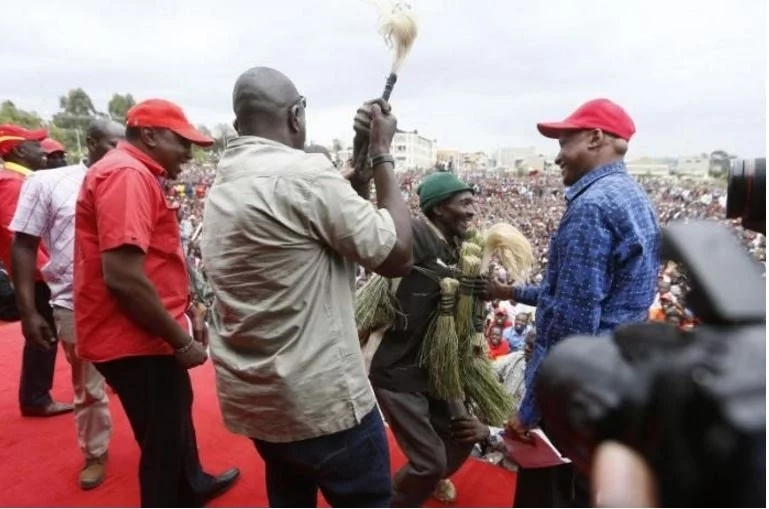 Man bypasses security at a Jubilee rally and sneaks up to Uhuru Kenyatta