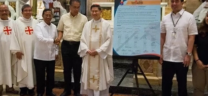 Roxas, Binay sign TRUTH covenant; other bets absent