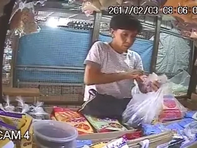 Act of stealing by an old woman who keeps on talking in order to distract the seller caught on CCTV
