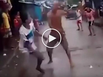 Shocking street fight between 2 alleged drug addicts in Manila caught on video