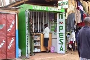Wezi wenye BUNDUKI wanaswa kwenye video wakivamia dula la M-Pesa