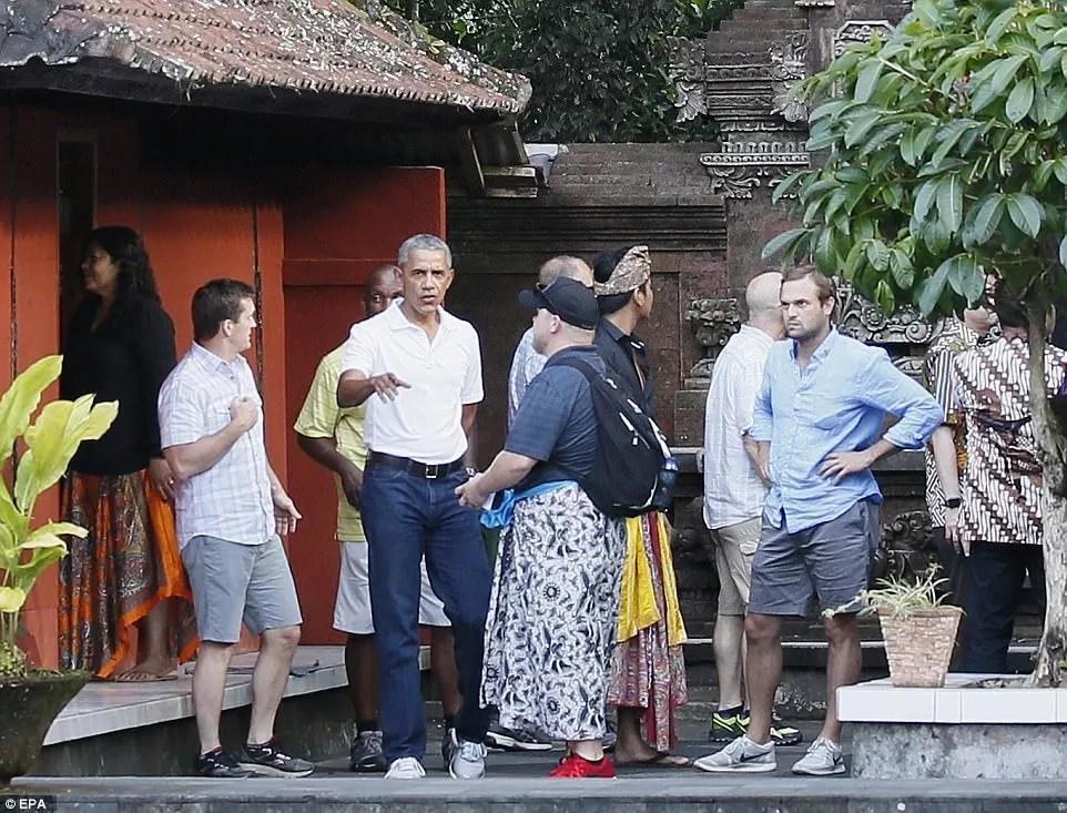Barack Obama visiting the Tirta Empul Temple