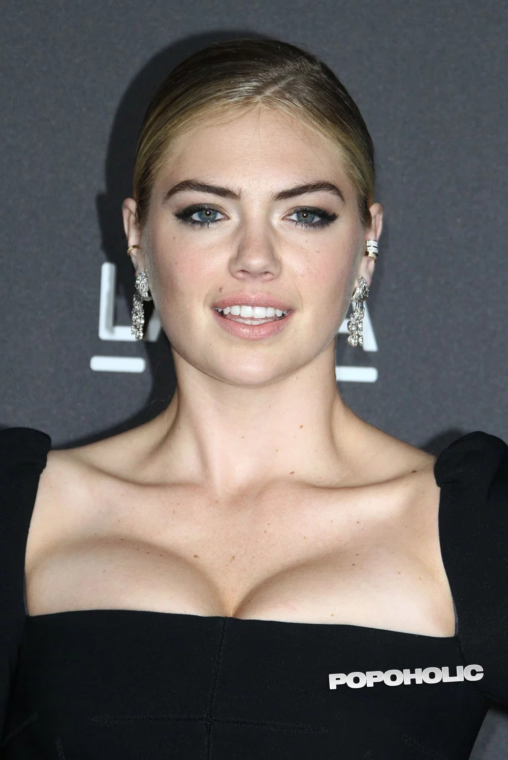 Kate Upton's Massive Cleavage Show Will Melt Your Freaking Eyeballs!