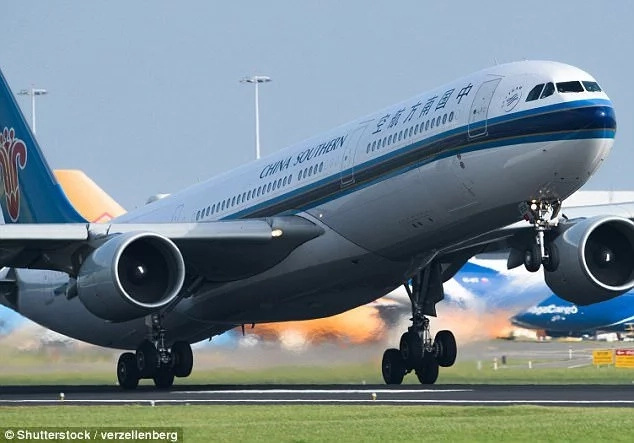 Parents forget their child, 10, on plane, return after crew called them