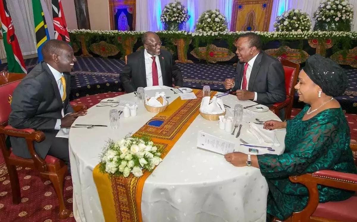 Rais Uhuru na naibu wake William Ruto wamwandalia rais wa Tanzani John Magufuli chakula cha jioni
