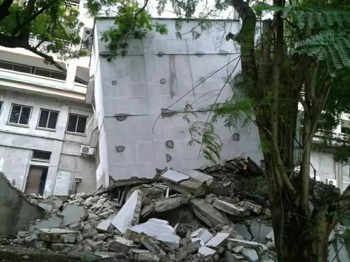 Photos: close shave as a six storey building in Nyali, Mombasa collapses at 4am