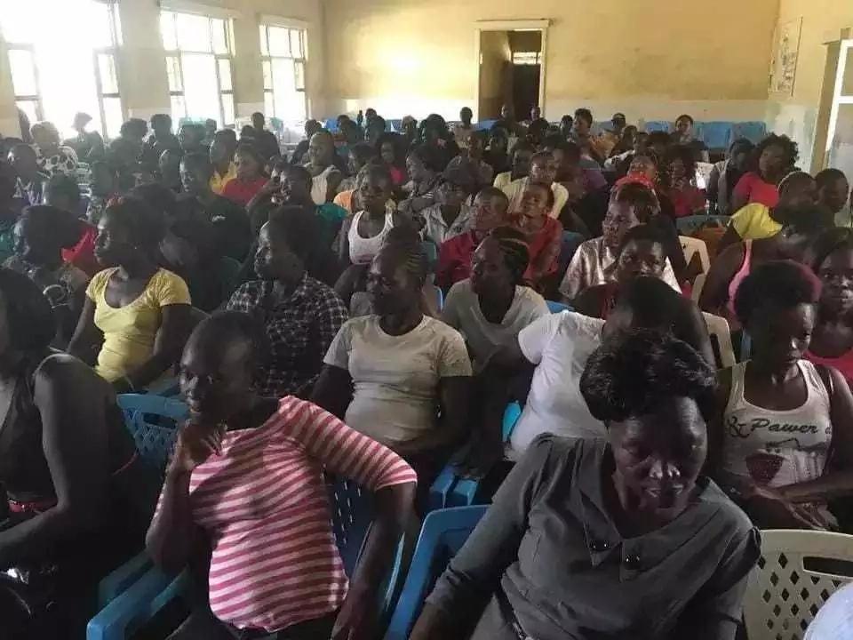 Mwaniaji Ugavana Kisumu (ODM) awapa ahadi KEMKEM wenye biashara ya ngono(picha)