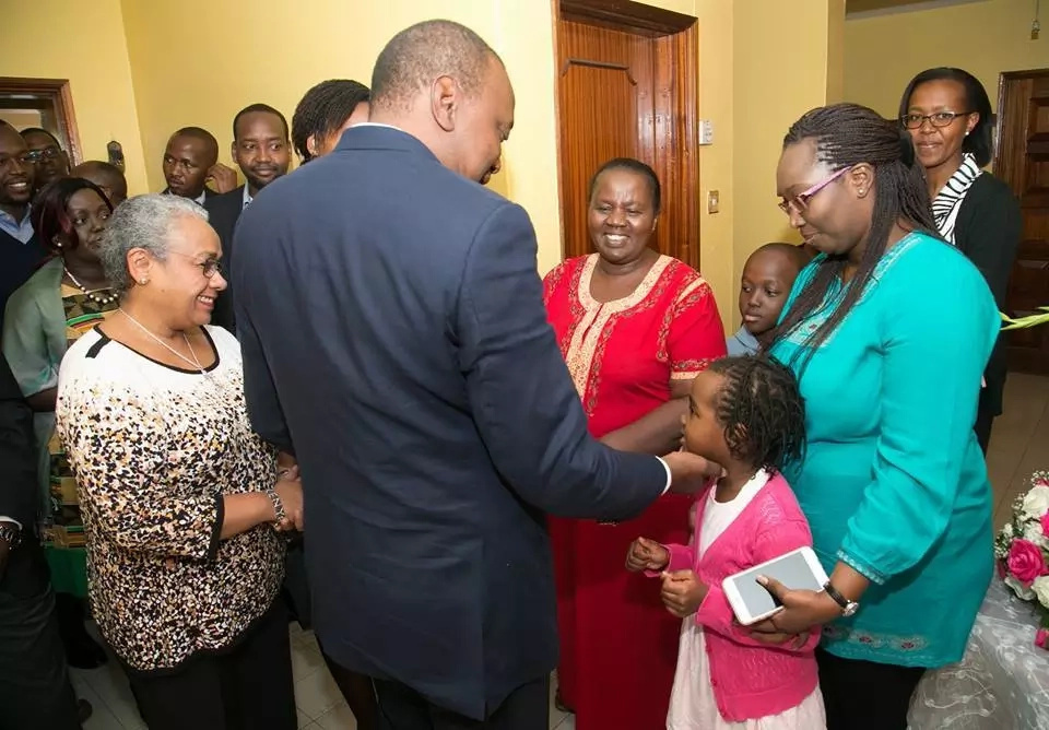 Uhuru visits late Nkaissery's home(photo)