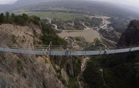 Glass bridge in China gets more terrifying