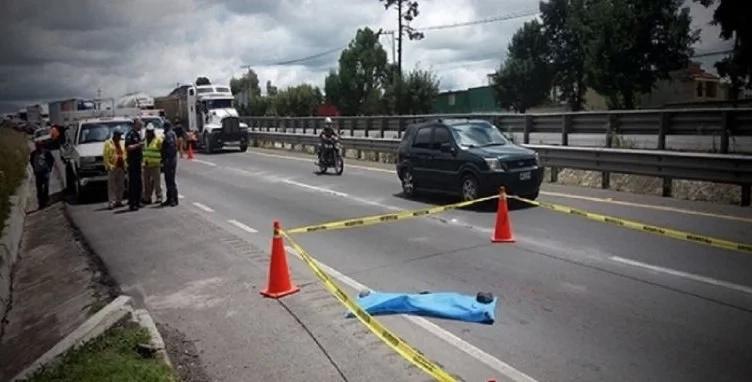 Abandonó a su bebé en la autopista y un auto lo atropelló