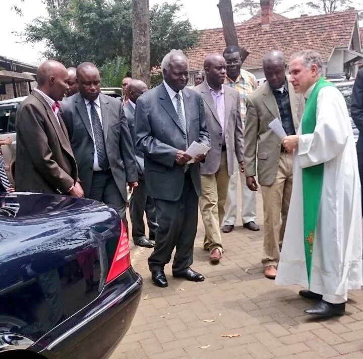 Kibaki attends mass weeks after undergoing neck operation