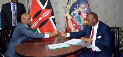 Ndegwa Muhoro officially leaves office, hands over to new DCI boss Kinoti