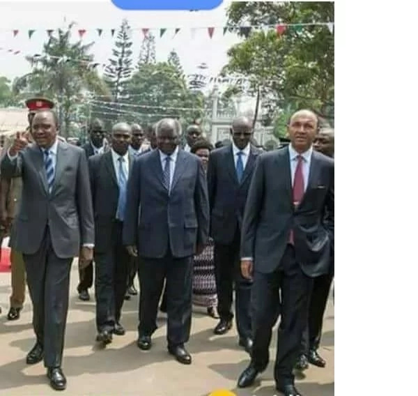 Uhuru, Kibaki and Peter Kenneth together leaves tongues wagging (photo)