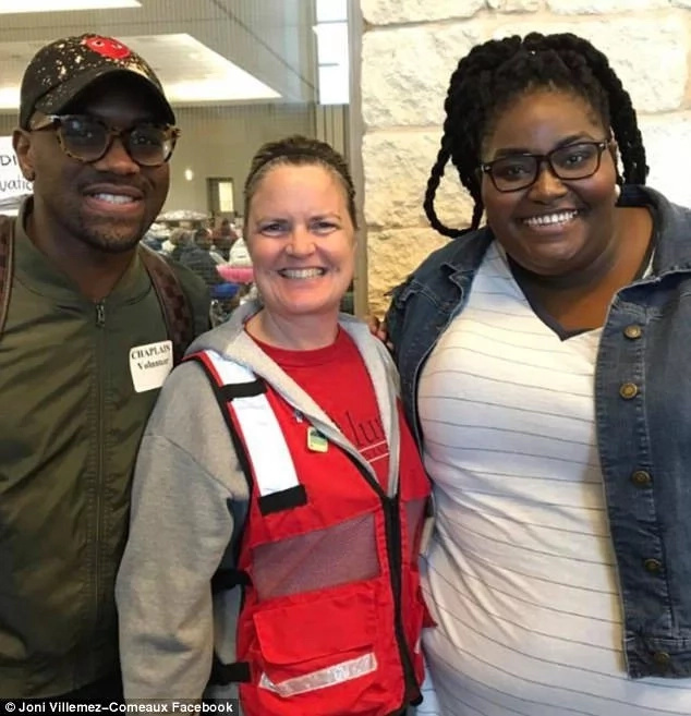 Gospel singer's powerful voice lifts spirits in Texas hurricane shelter
