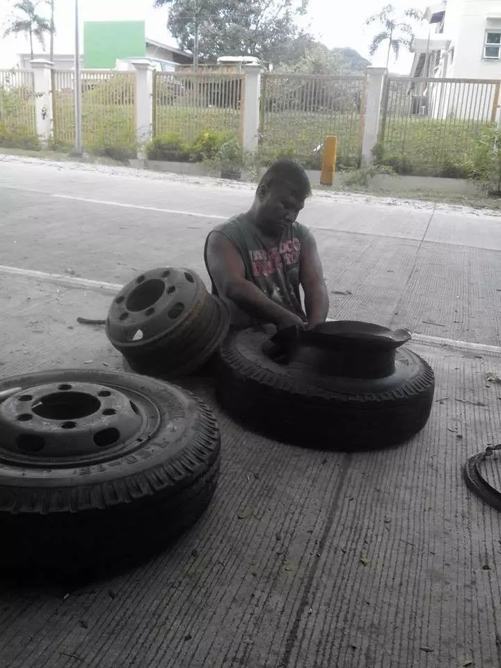 Inspiring man with no legs works hard as mechanic