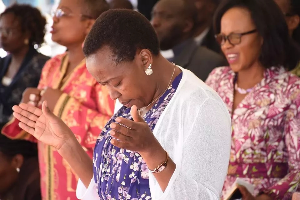 After Ruto's tearful prayer session, Rachel Ruto goes on her knees in peace mission (PHOTOS)