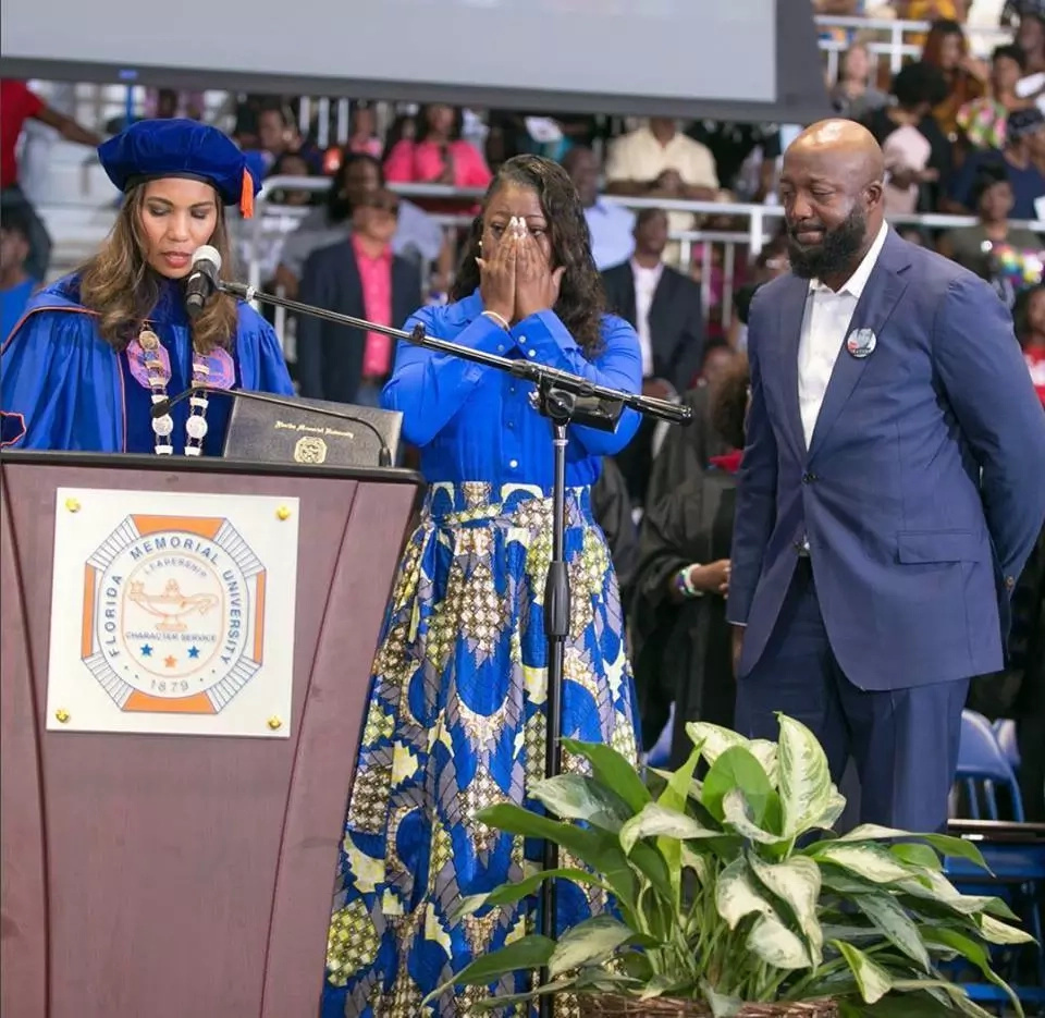 Emotional parents receive their son's degree after he was shot dead days to his graduation (photos)