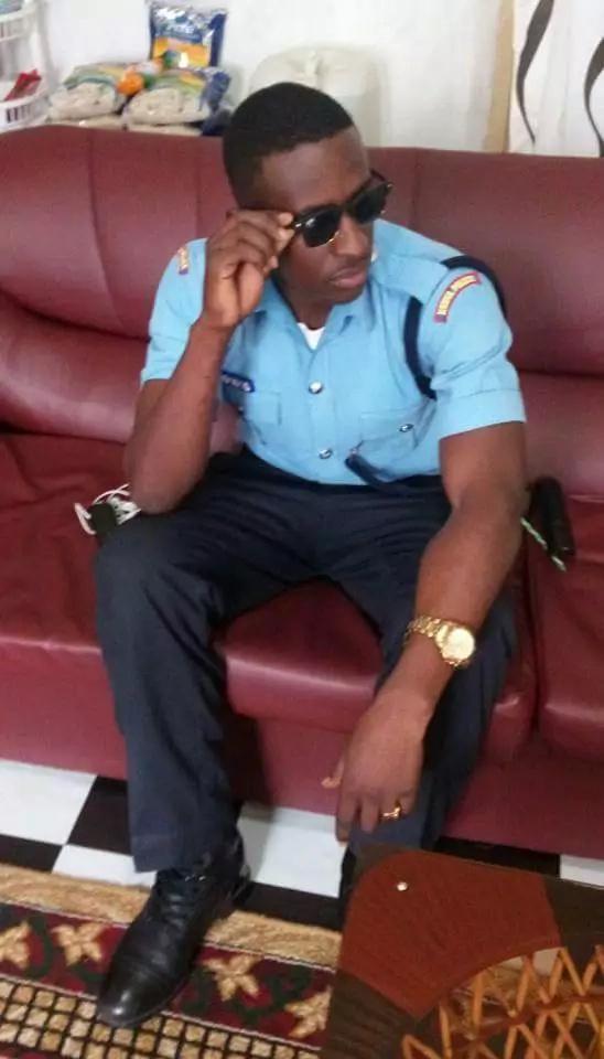 Kenyan women gush over a hot Kenyan policeman