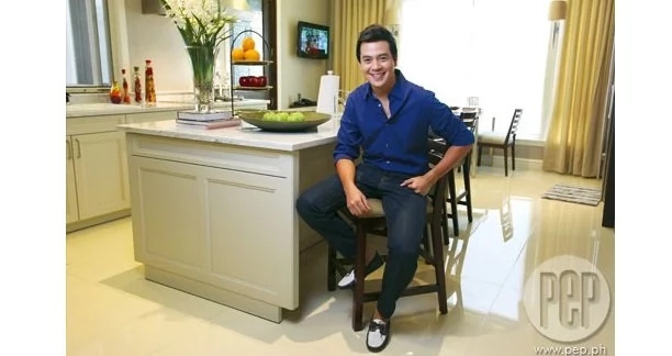 Here are epic photos of John Lloyd Cruz's house in Antipolo and Ellen's condo unit in Malate