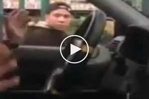 Pinoy policeman on motorcycle threatens scared car driver in Parañaque for honking at him