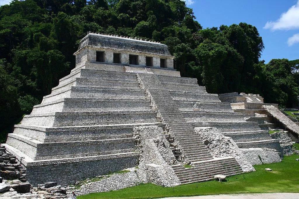 Descubren acueducto debajo de pirámide en México