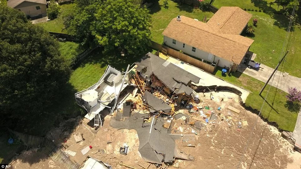 A 200ft wide 50ft deep massive Florida sinkhole opens up dramatically gulping two homes