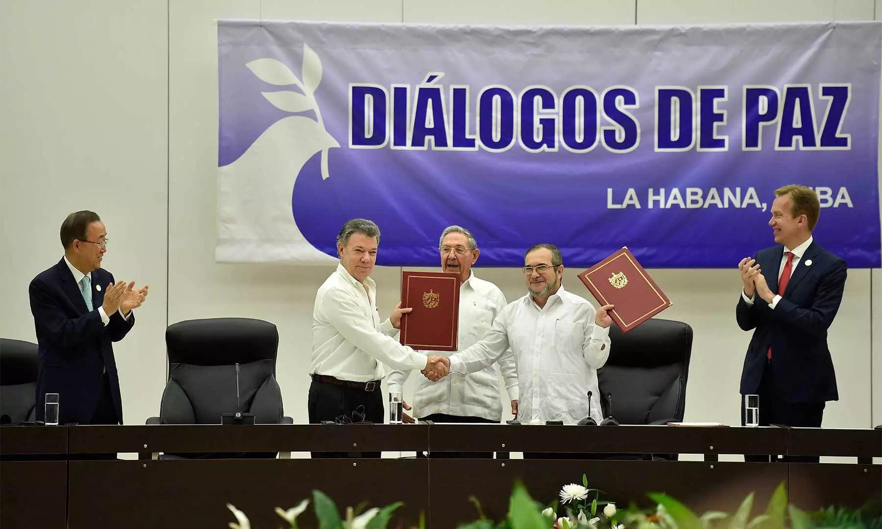 Histórico cese bilateral al fuego en Colombia