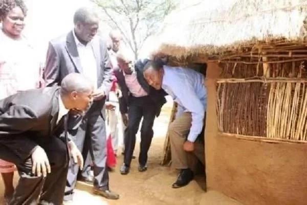 Mara 11 wanasiasa wameonekana wakitmani sana kushinda uchaguzi (Picha)