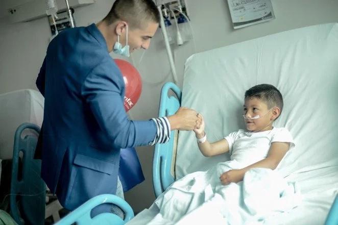 La selfie de Maluma en un hospital es increíble