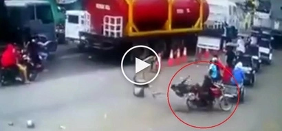 Pinoy motorcycle passenger suffers embarrassing accident after rider breaks traffic rule