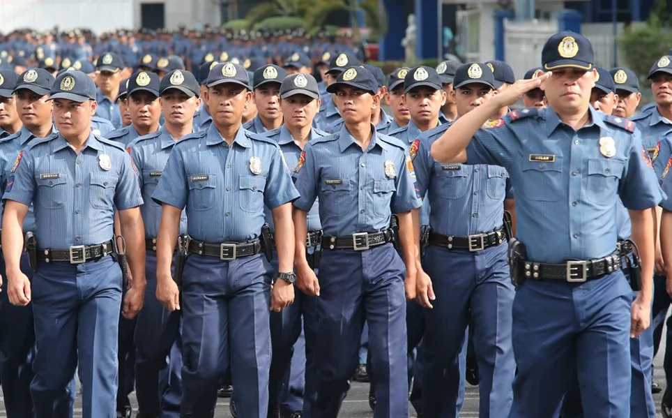 Duterte promises double pay for cops