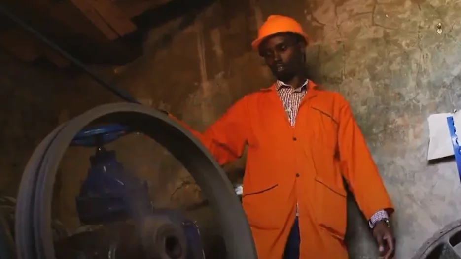 Kenyan man builds his own power plant from scratch, connects entire village to electricity